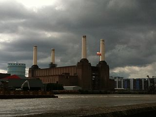 http://upload.wikimedia.org/wikipedia/commons/thumb/6/6c/Battersea_Power_Station_pig_1.jpg/320px-Battersea_Power_Station_pig_1.jpg