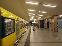 Berlin - U-Bahnhof Turmstraße (9487828745).jpg