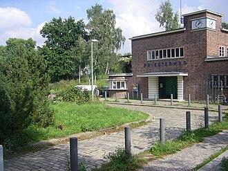 Priesterweg station - Station building