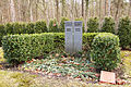 Berliner Ehrengrab Fritz Kühn,Metallbildhauer,Waldfriedhof Berlin Grünau 1.jpg