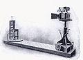 Bertillons Apparat zu Aufnahme signaletischer Porträts.jpg