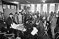 Besloten ledenvergadering BBK in Rietveldacademie Amsterdam Jutte wordt op een b, Bestanddeelnr 922-8421.jpg