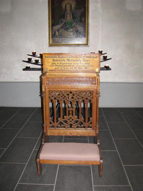 Betstuhl von Weihbischof Heinrich Metzroth.jpg