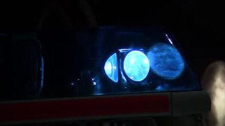 Emergency vehicle lighting device used on a vehicle to signal emergencies