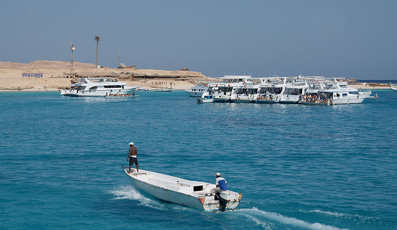 Fichier:Boats and the Paradise Island.jpg