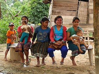 Khmu people - Khmu women and their children from Bokeo Province