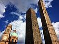 Bologna - le due torri verso il cielo.jpg