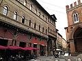 Bologna Piazza Mercanzia 1.jpg