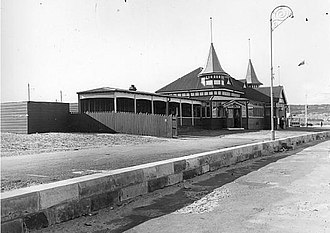 Bondi Pavilion - Image: Bondi dressing sheds built 1911