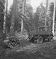 Bosbewerking, boomstammen, machines, werktuigen, auto's, werkzaamheden, Bestanddeelnr 253-5127.jpg