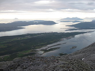 Sandnessjøen - Sandnessjøen and surroundings seen from the summit of Botnkrona.