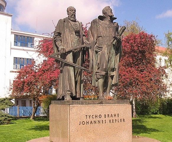 Памятник Браге и Кеплеру в Праге