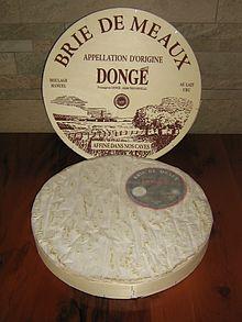 Brie de Meaux con la sua confezione