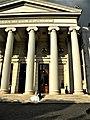 Bucuresti, Romania. ATHENEUL ROMAN. Tineri casatoriti pe treptele Atheneului Roman. (2) (B-II-m-A-18789).jpg