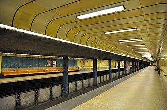 Line 3 (Budapest Metro) - Image: Budapest, metró 3, Gyöngyösi utca, 3