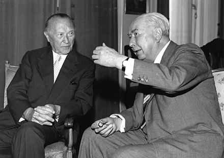 Adenauer and Heuss on 14 September 1959. Bundesarchiv B 145 Bild-F006929-0004, Bundeskanzler Adenauer mit Theodor Heuss.jpg