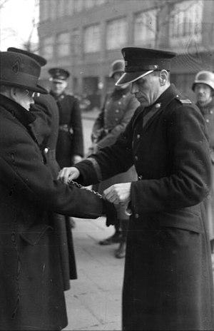 Bundesarchiv Bild 101I-030-0780-12, Krakau, Razzia von deutscher und polnischer Polizei.jpg