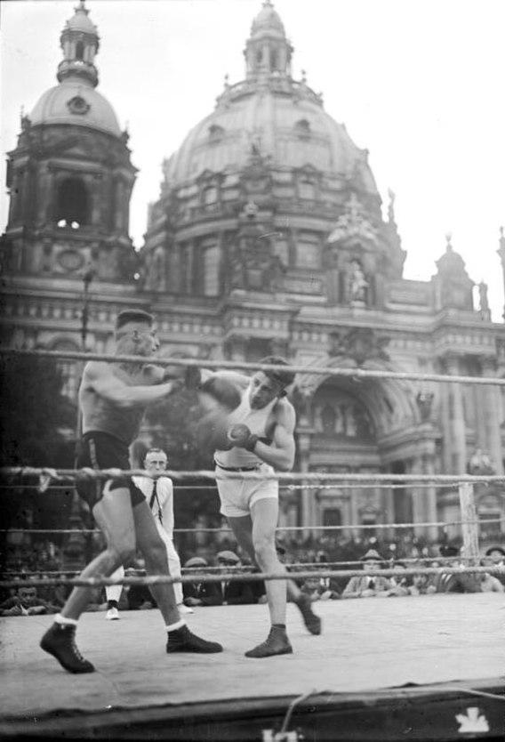 Bundesarchiv Bild 102-00505, Berlin, Turn- und Sportwoche im Lustgarten
