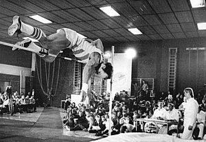 Hochsprung mit Musik - Image: Bundesarchiv Bild 183 1982 0116 027, Rolf Beilschmidt