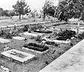 COLLECTIE TROPENMUSEUM De begraafplaats van het vrouwenkamp Kampili nabij Makassar Zuid-Celebes TMnr 10016617.jpg
