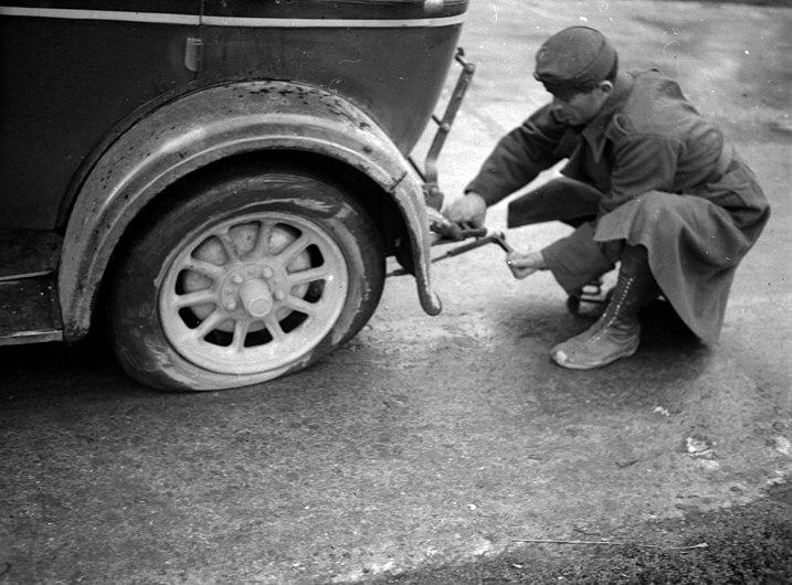 Car repair, Fiat-brand, automobile, Italian brand, flat tyre Fortepan 71217.jpg