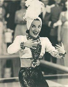 6f4adc861a Carmen Miranda  a fantasia de baiana estilizada reinou durante muitos anos  como emblema do traje típico brasileiro.
