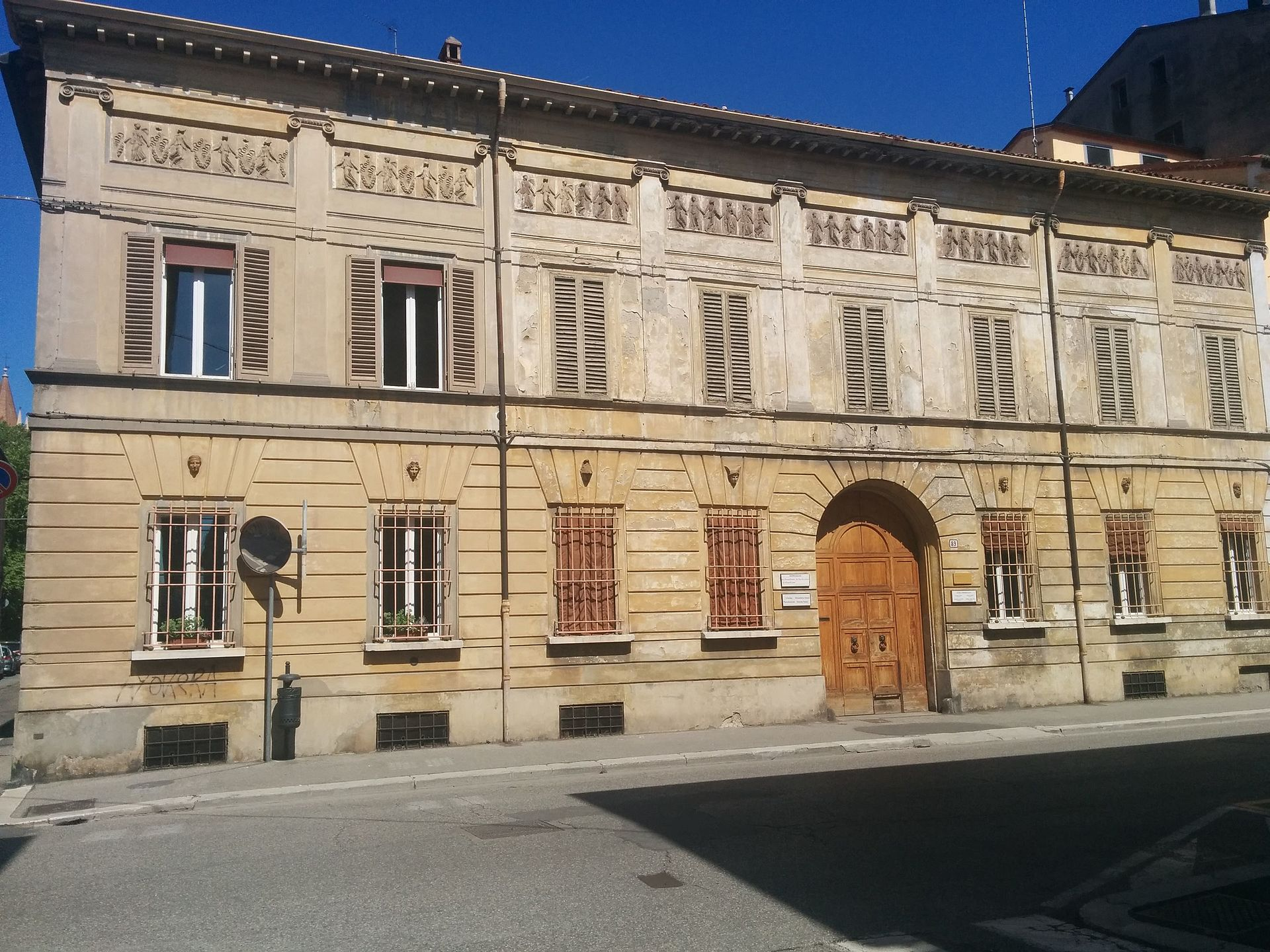 Casa piani wikipedia for Piani casa casa tudor