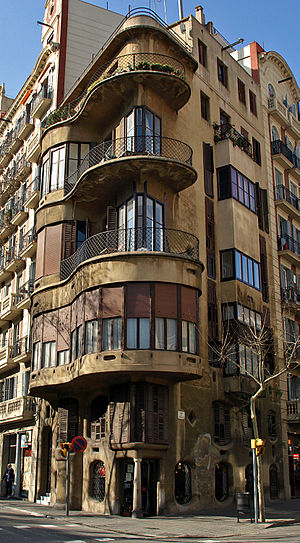 Josep Maria Jujol - Casa Planells, in Barcelona, before it was restored