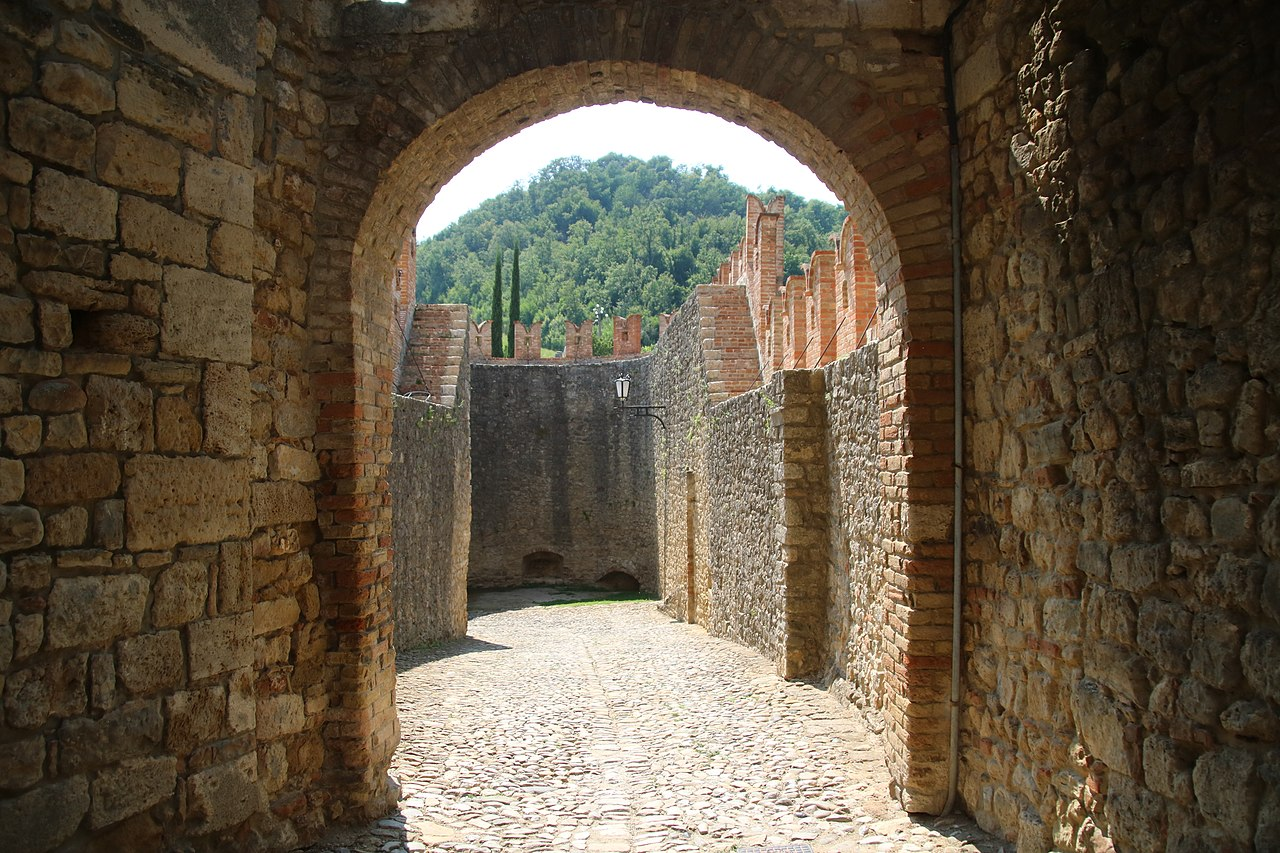 Castello di Vigoleno (Vernasca) 12.jpg