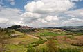Castello di govone (Roero, Piemonte) e colline in primavera.jpg