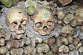 Catacombs of Paris 02.jpg
