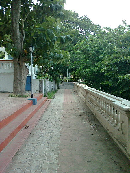 File:Chandannagore Strand Park.jpg