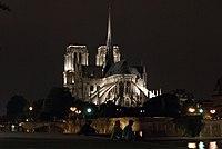 Chevet de la Cathédrale Notre Dame, de nuit, couleur.jpg