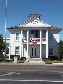 ChurchillCourtHouse2.JPG
