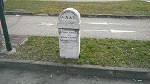 Cippo della statale 11 a Torino (nei pressi di corso Romania), con indicato il vecchio nome e la vecchia gestione ANAS