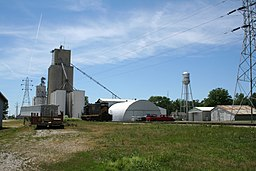 Cisco Illinois Grain elevator and Water Tower.jpg