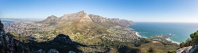 Ciudad del Cabo desde Cabeza de León, Sudáfrica, 2018-07-22, DD 28-32 PAN.jpg