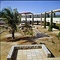 Collectie Nationaal Museum van Wereldculturen TM-20029699 Buitenruimte van Hotel Bonaire Bonaire Boy Lawson (Fotograaf).jpg