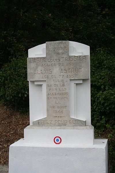 Colombières-sur-Orb (Hérault) - mémorial à la Pomarède en souvenir de Louis Teissier ancien curé de Saint-Amans-de-Mounis et d'Alexis Astruc, tués le 22 août 1944, lors du passage d'une colonne allemande, alors que se tenait un repas de noces.