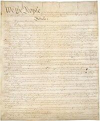 Første side af det første eksemplar af forfatningen.