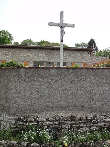 Coucy-lès-Eppes (Aisne) croix de chemin