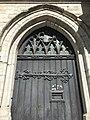 Détail d'une porte latérale de l'église Saint Boniface d'Ixelles.jpg