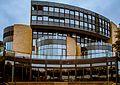 Das Landtagsgebäude Nordrhein-Westfalens am Rheinufer in Düsseldorf (10405753583).jpg