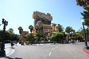 Hollywood Land - Image: Dca hollywood tower hotel