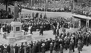 Johan de Witt - Queen Wilhelmina unveiling a statue of Johan de Witt on the Plaats in The Hague on 12 June 1918.