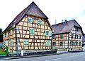 Deux jolies maisons à colombages, dans le village d'Heimsbrunn.jpg