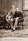 Dom Luís Augusto e seus filhos mais novos.jpg