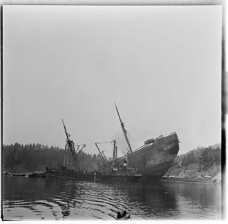 SS Donau (1929) - On January 16, 1945, the saboteurs Roy Nielsen and Max Manus placed a limpet mine on SS Donau which lowered the German transport vessel, so that it remained at a 45 degree angle on a shallow close to Drøbak. Photo from 1952 when the wreck was raised and removed for recess. National Archives of Norway