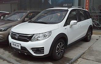 Dongfeng Fengxing Jingyi - Image: Dongfeng Fengxing Jingyi X3 facelift China 2016 04 07