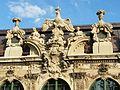 Dresden, Zwinger, Fensterbekrönung, 012.jpg